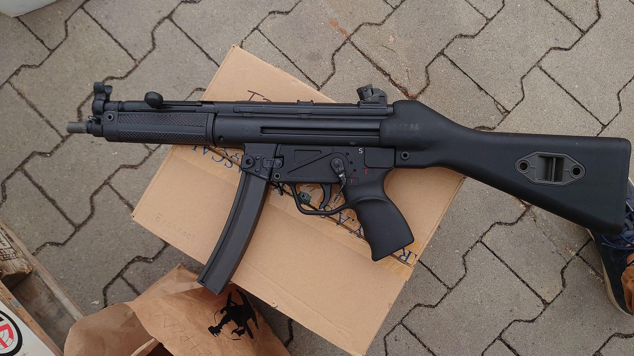 Strange MP5 Clone-001.jpg