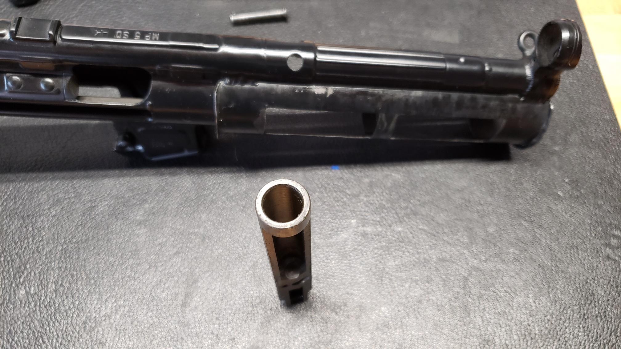 MP5 blues - broken carrier and stuck locking piece-20200616_113852_resized.jpg