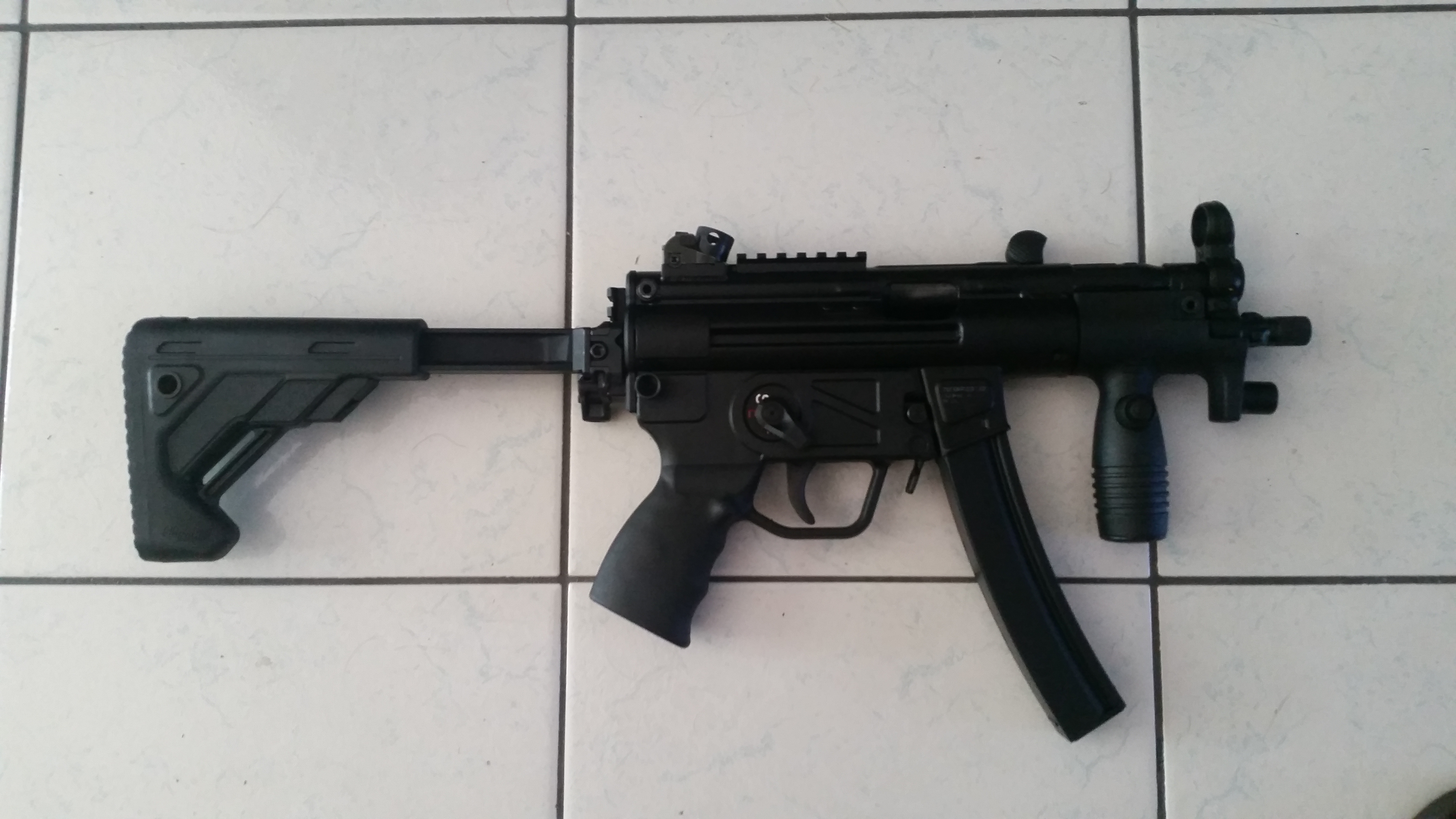 DIY MP5K grip light - -grip5.jpg
