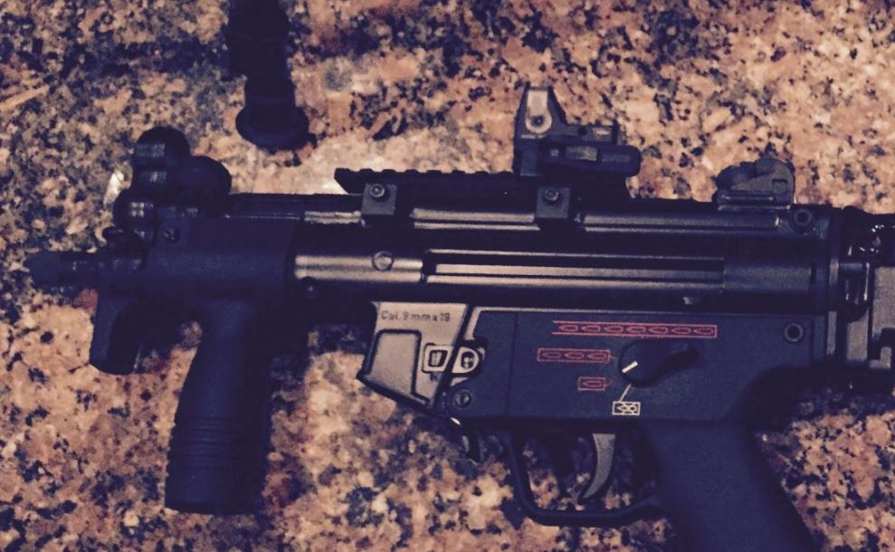 MP5K with DLO pack on Sturm modified for three round burst-mp5k-n_maybe.jpg